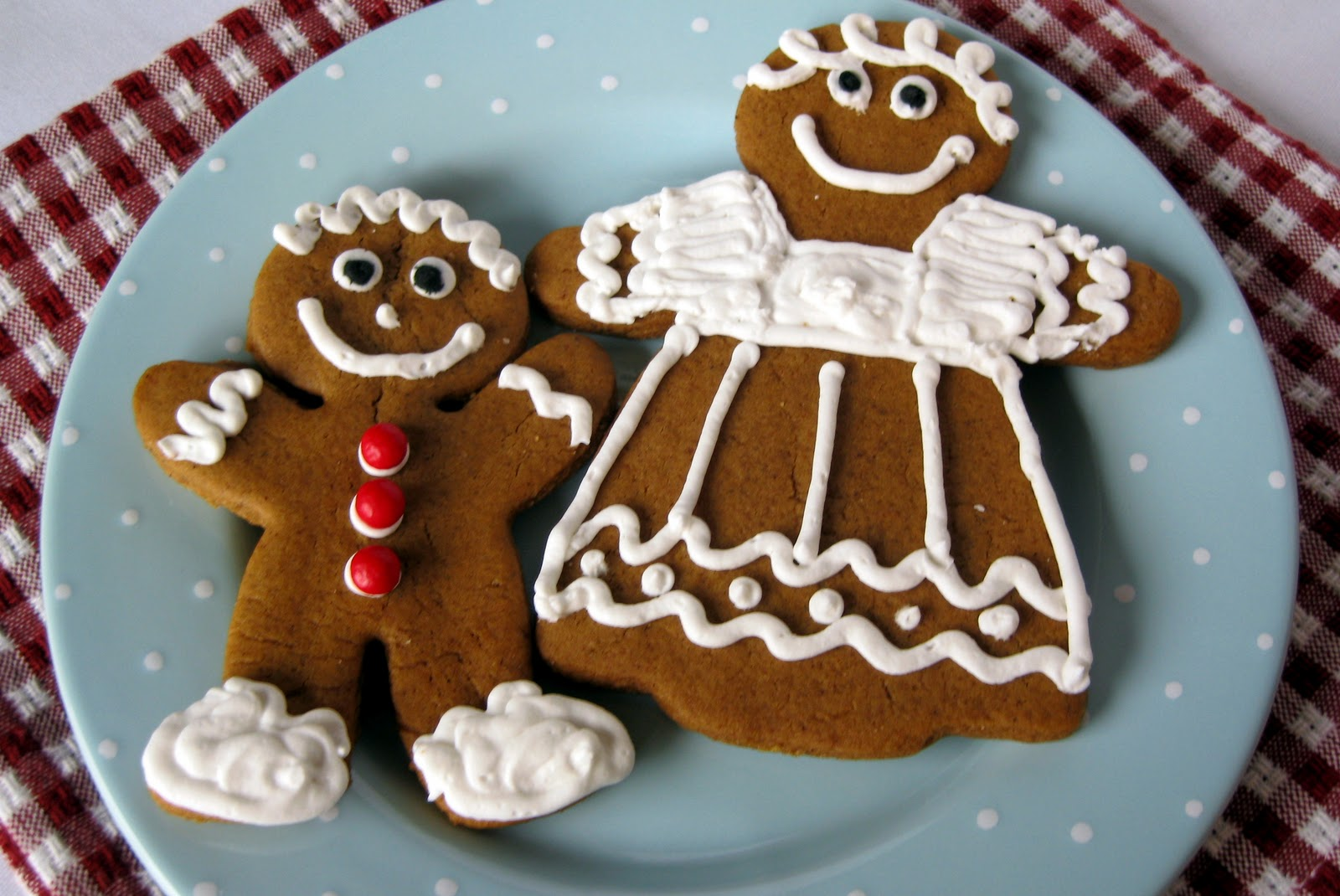 In the Long kitchen: Gingerbread Cookies with Royal Icing