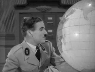 Charles Chaplin em O Grande Ditador