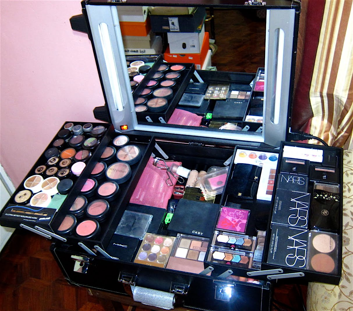 Beauty Junkie i.e Caby: New home for my toys / New Vanity ...
