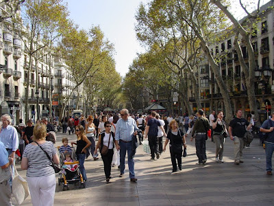 tourists on las ramblas - BarcelonaSights