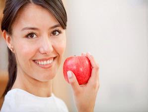 wanita & buah apel