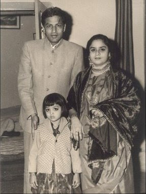 Sahrukhkhan Mother and Father
