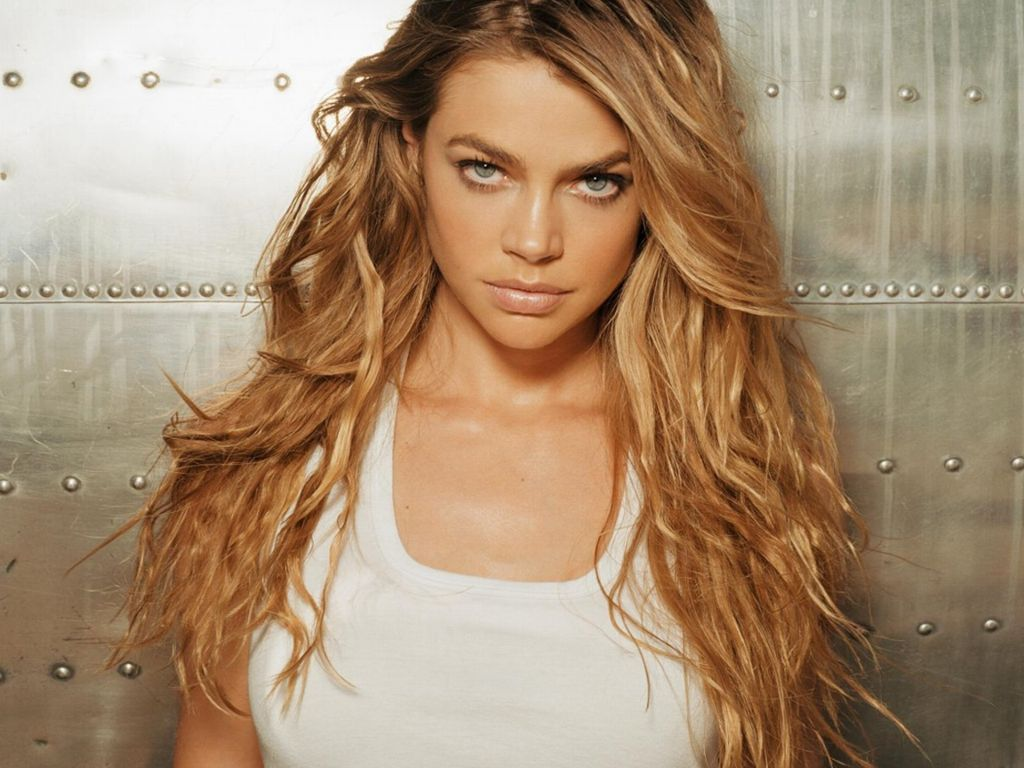 Hot Denise Richards's Wallpaper
