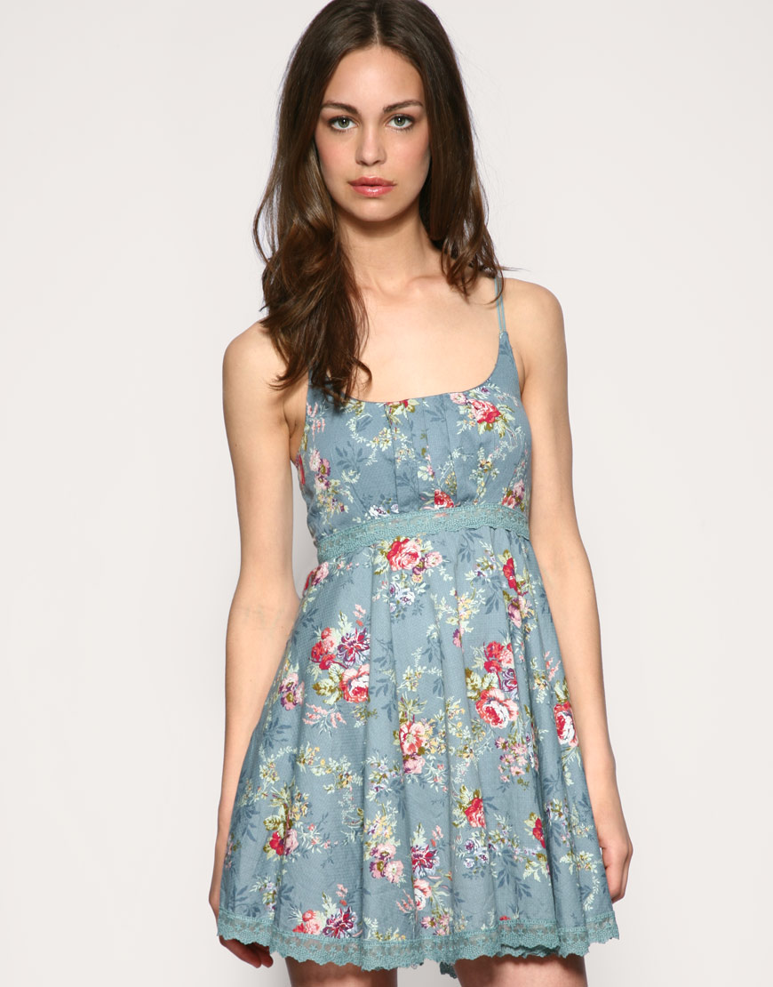 Valentino Floral Macramé Gown ($4,): If you want to go floral but aren't sure about the printed look, try a dress with a floral lace motif. This long-sleeved piece is .