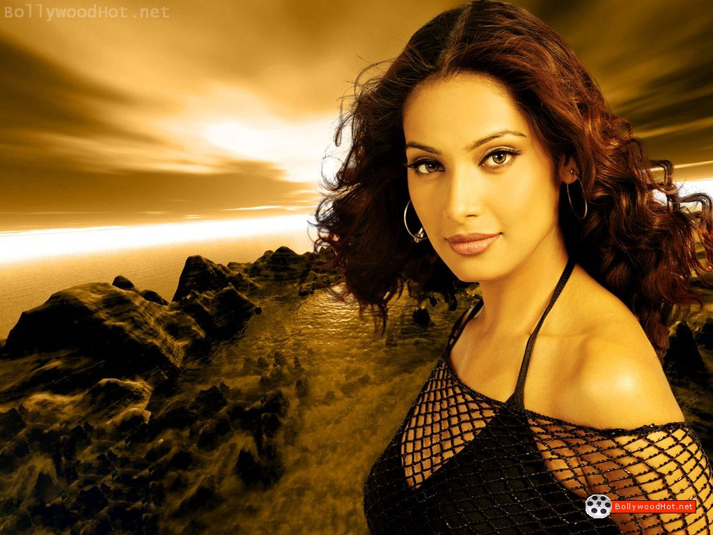 [bipasha-basu-bollywood-hot-actress-sexy-girl2.jpg]
