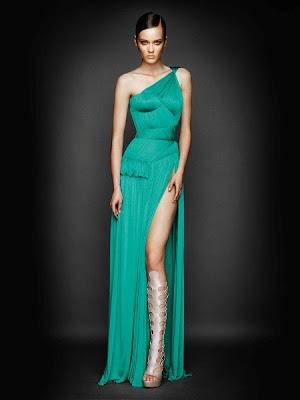 У вечірньому платті з даної колекції