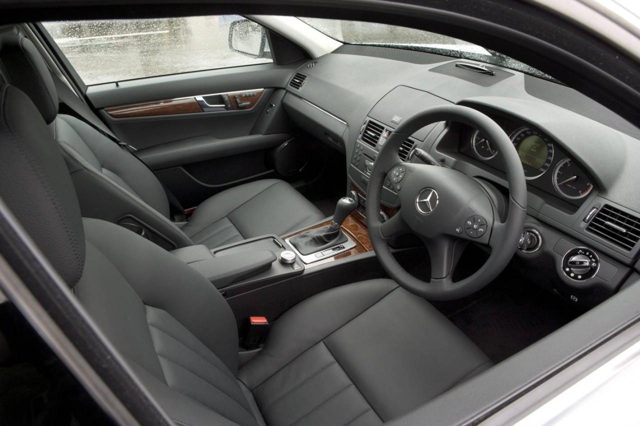 http://3.bp.blogspot.com/_SHOMTsdT7DY/S_UcVc5C-4I/AAAAAAAABto/PujdAgurO8U/s1600/2010_mercedes_benz_c_class_interior_dashboard_02-4b9f4232daf15-1280x1024.jpg