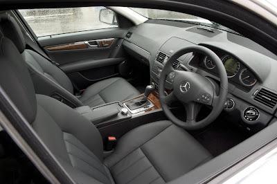 http://3.bp.blogspot.com/_SHOMTsdT7DY/S_UcVc5C-4I/AAAAAAAABto/PujdAgurO8U/s400/2010_mercedes_benz_c_class_interior_dashboard_02-4b9f4232daf15-1280x1024.jpg