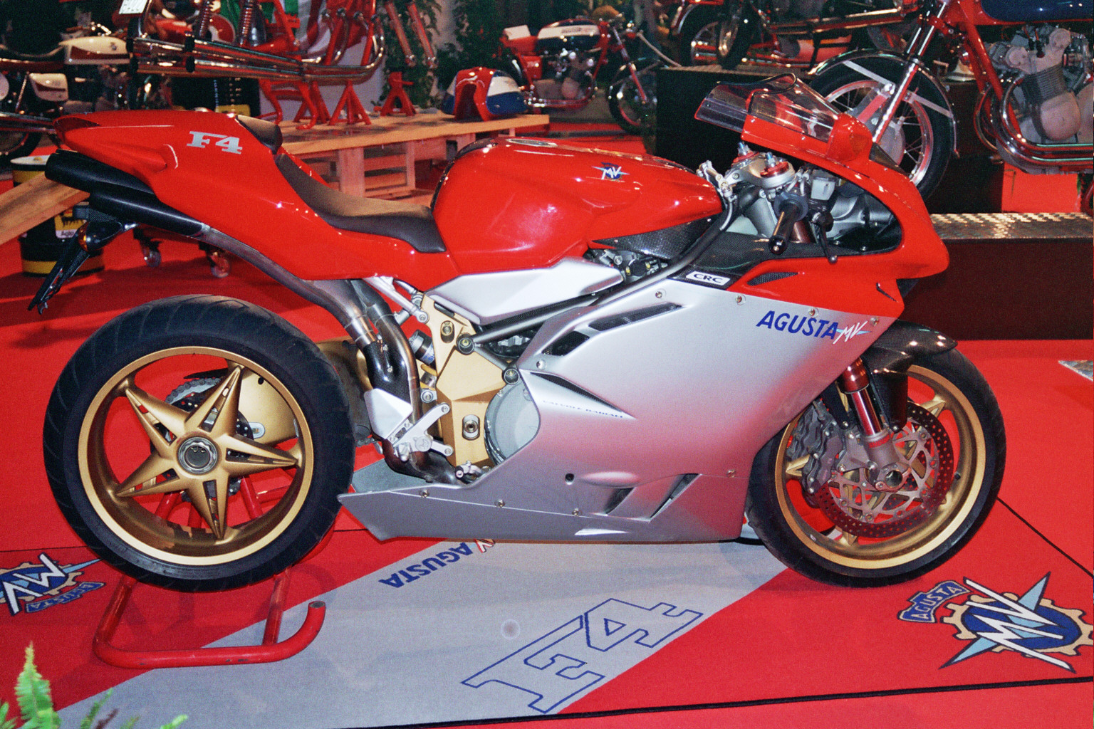 http://3.bp.blogspot.com/_SJZzHWvv1FE/TRVyU3IjtxI/AAAAAAAADfw/56YrReZV7lM/s1600/MV_Agusta_F4_Serie_Oro.jpg