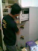 Bongkar dan service Chubb Filing Cabinet 4 Laci di Pulo Geabang Jkt (kunci Dol)