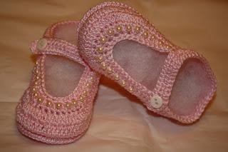 1746971b5 Y siguiendo con mi locura por los zapatitos de bebe ahora unos en color rosa  con perlas en blanco