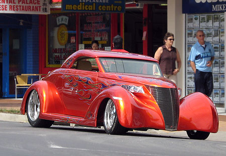 Photo on Classic Hot Rod Car Picture 1