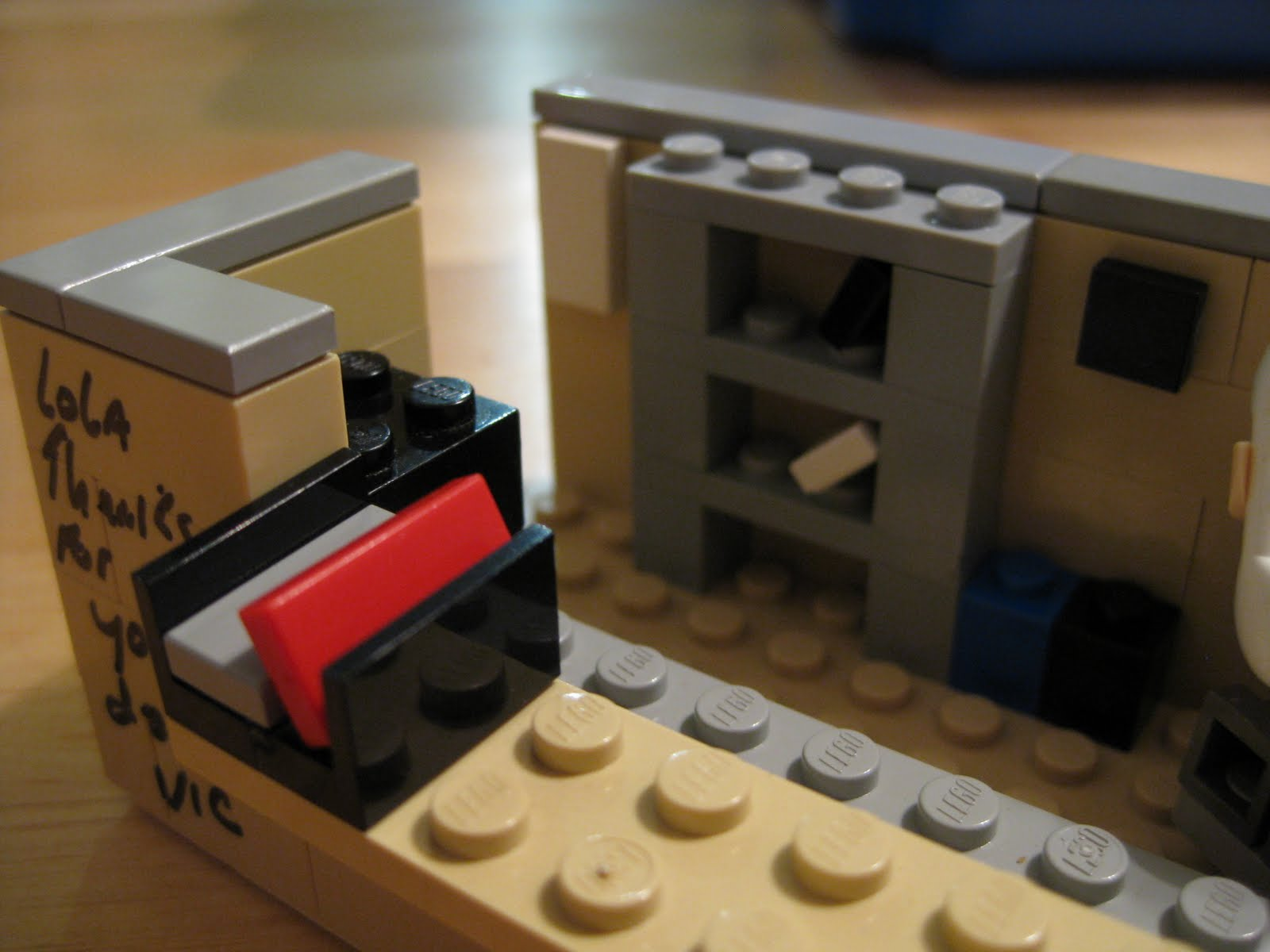 Makermig stuff i 39 ve made lego office cubicle for Cool stuff for your cubicle