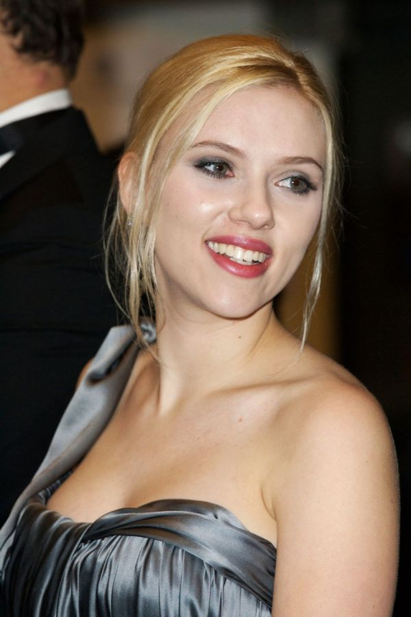 scarlett johansson brother hunter. Scarlett Johansson was born on