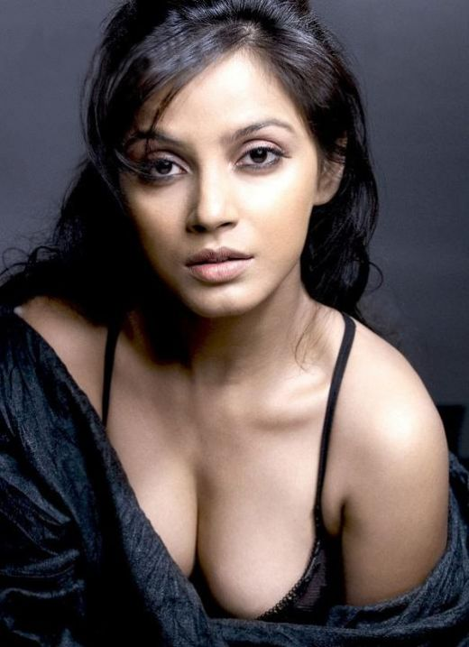 Bollywood Sexy Actress Neetu Chandra Hot Images Wallpaperspictures