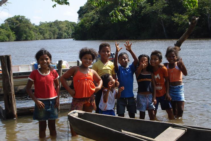 Crianças ribeirinhas: futur@s cuidadores ou destruidores da Floresta Amazônica???