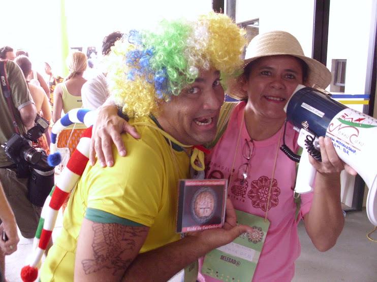 Déia Palheta do Grupo de Carimbó Iaçá de Belém do Pará doando CD à Rádi@ NossaCas@ na TEIA 2010/CE