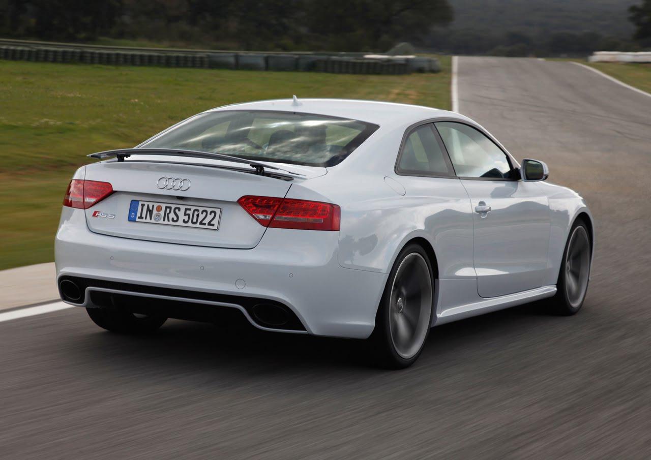 new photos of audi rs5 in sprint blue and ibis white. Black Bedroom Furniture Sets. Home Design Ideas