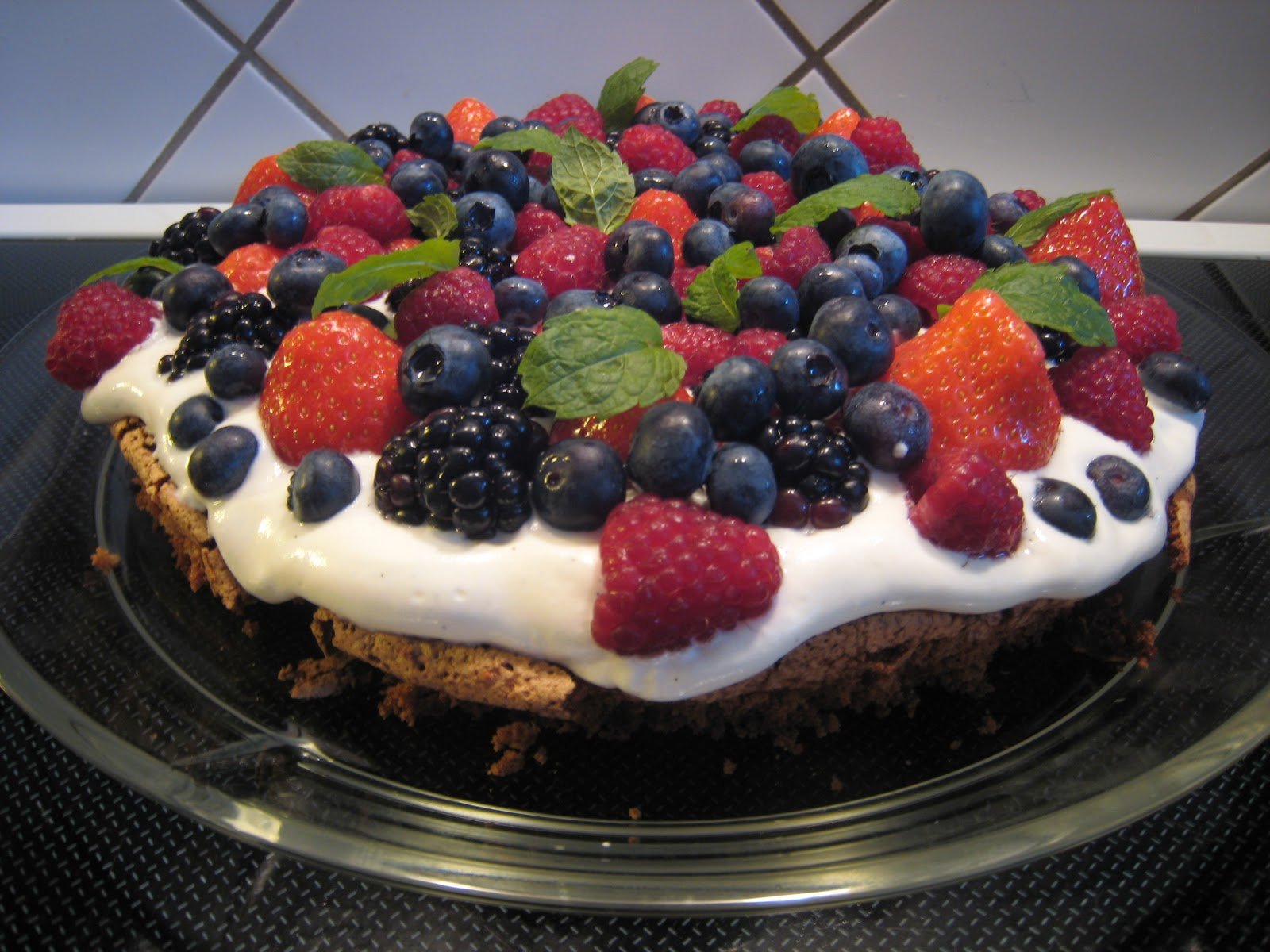 kage med bær