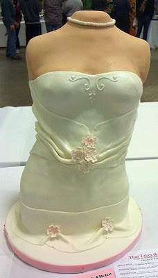 headless bride cake