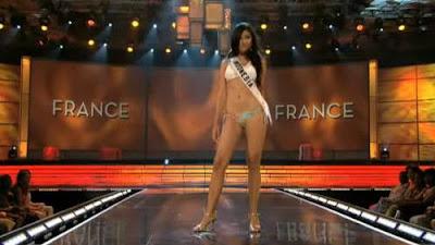 Zivanna Letisha dengan Bikini