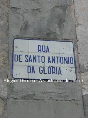 Foto da placa toponímica da Rua de Santo António da Glória