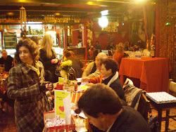 Sessão de autógrafos no Zarabatana Café