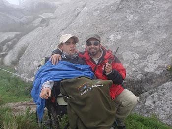 Lic. Alejandro López junto a su hermano
