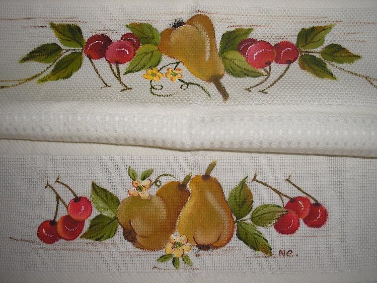 Pano com peras e cerejas