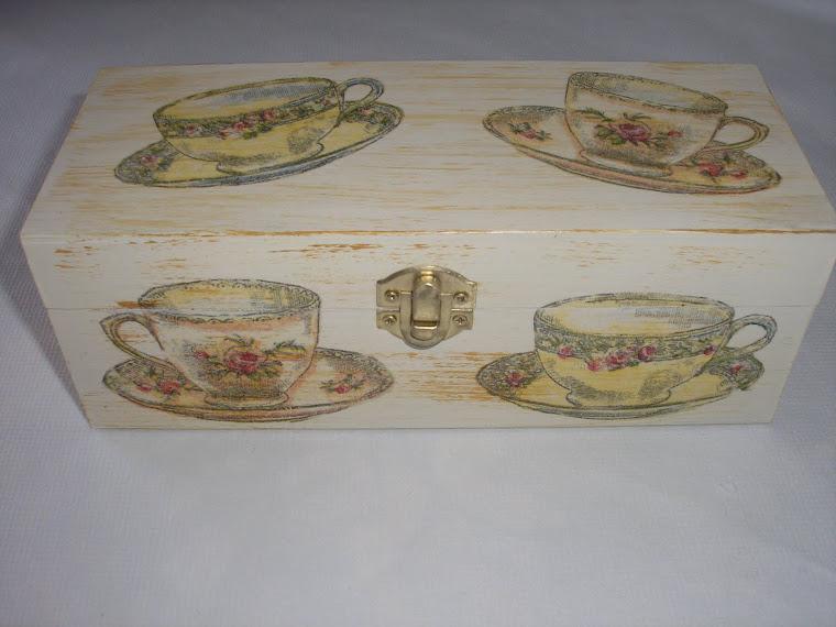 Caixa de chá com chávenas