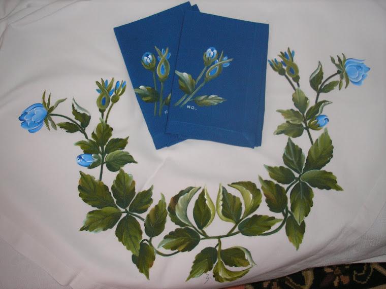 Toalha com rosas azuis