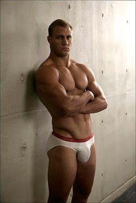 http://3.bp.blogspot.com/_ST7lwfhCFEY/SppFMIkSPJI/AAAAAAAAK5E/Hiqb5DUi0Wo/s400/Gods+naked_Brett+Kelly.jpg