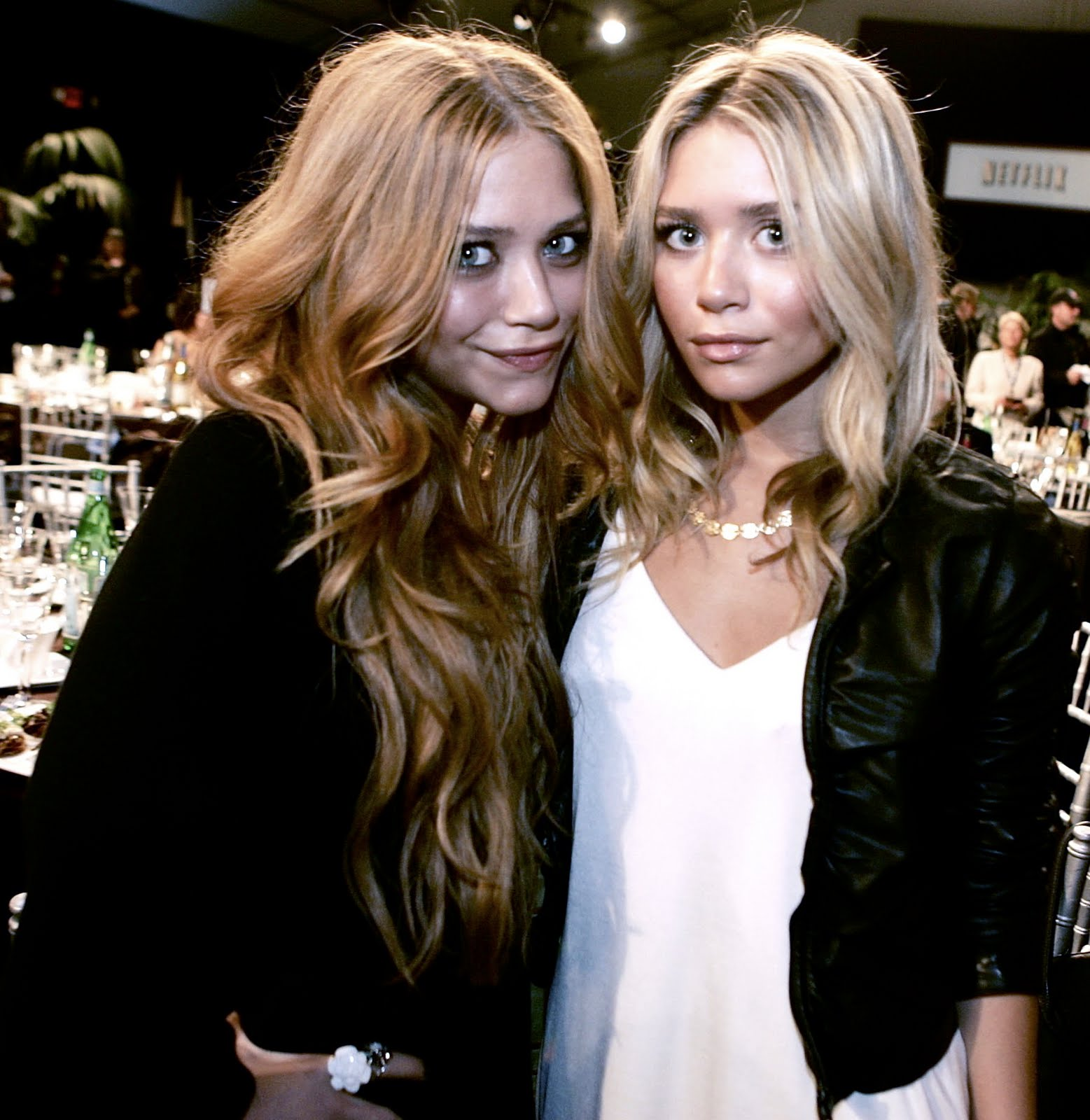http://3.bp.blogspot.com/_STIFfaIpdHk/TJQhSc4fXZI/AAAAAAAACNk/-p6ZQkVum2w/s1600/Olsen-mary-kate-and-ashley-olsen-6342418-1793-1843.jpg