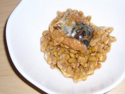 納豆にさば味付缶詰感覚