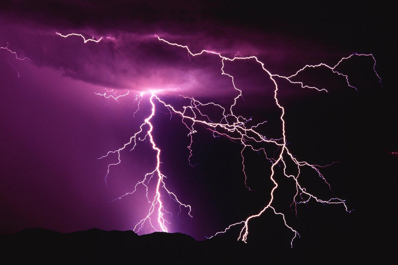http://3.bp.blogspot.com/_SWYwL3fIkFs/S-aatoXkEHI/AAAAAAAAEr0/JdLXSfBEDxk/s1600/purple+sky+lightning.jpg