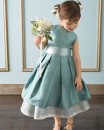 [mwd104646_spr09_flowergirl14_xl.jpg]