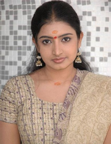 Southindian actress Sujitha hot photogallery navel show