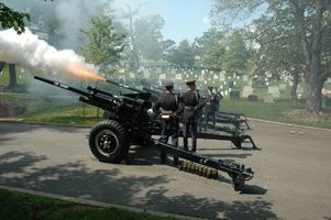 GUNS   Flare Presidential Salute Battery   US Army 3d Infantry Regiment   THE OLD GUARD