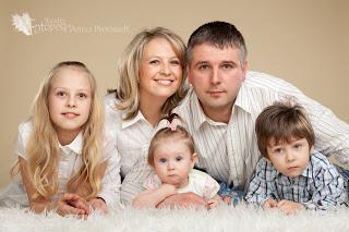 ema isa ja lapsed, perepilt fotopesa fotostuudios