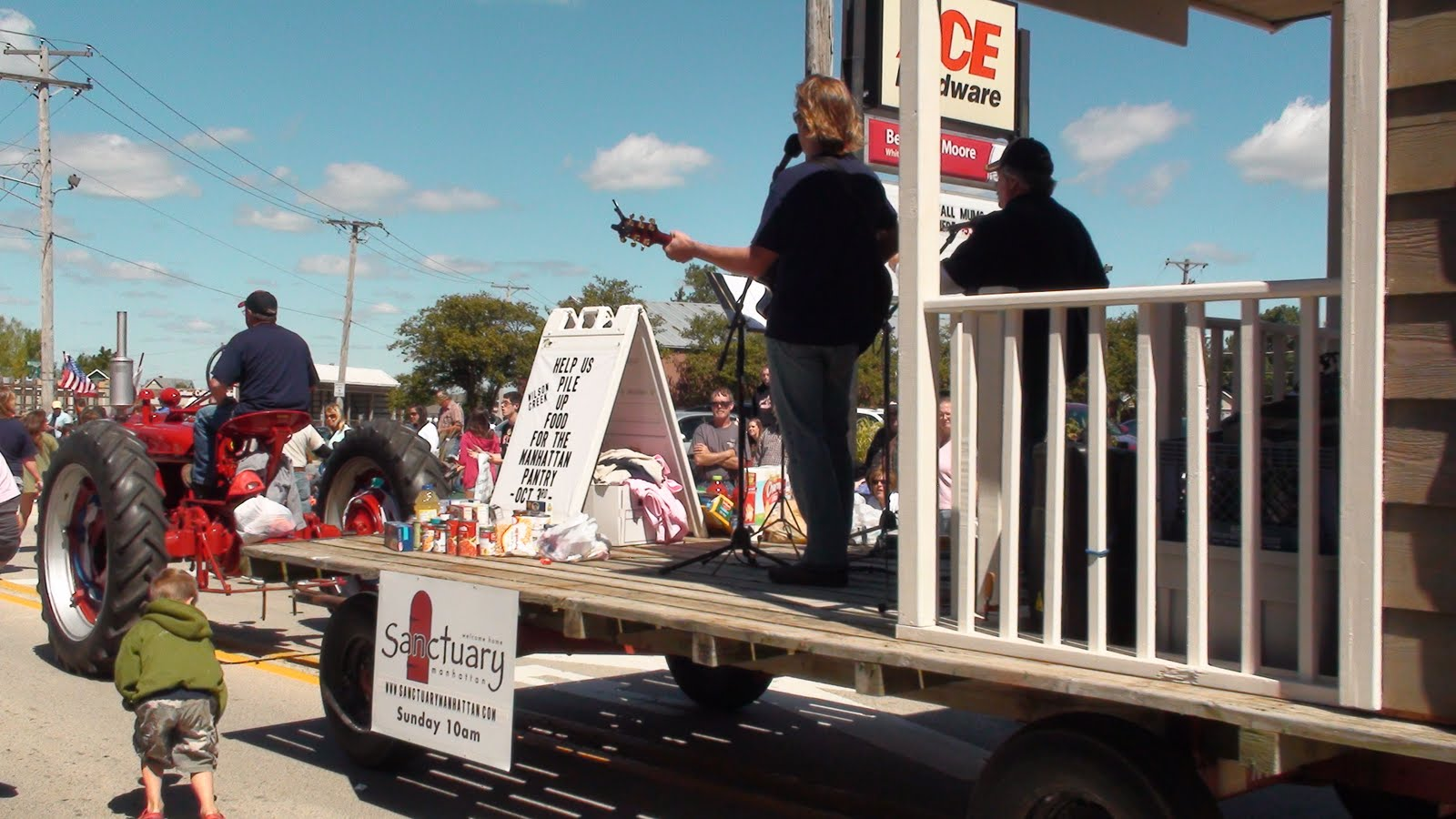 Illinois will county manhattan - Kids Pick Up Candy At The Manhattan Fun Days Parade