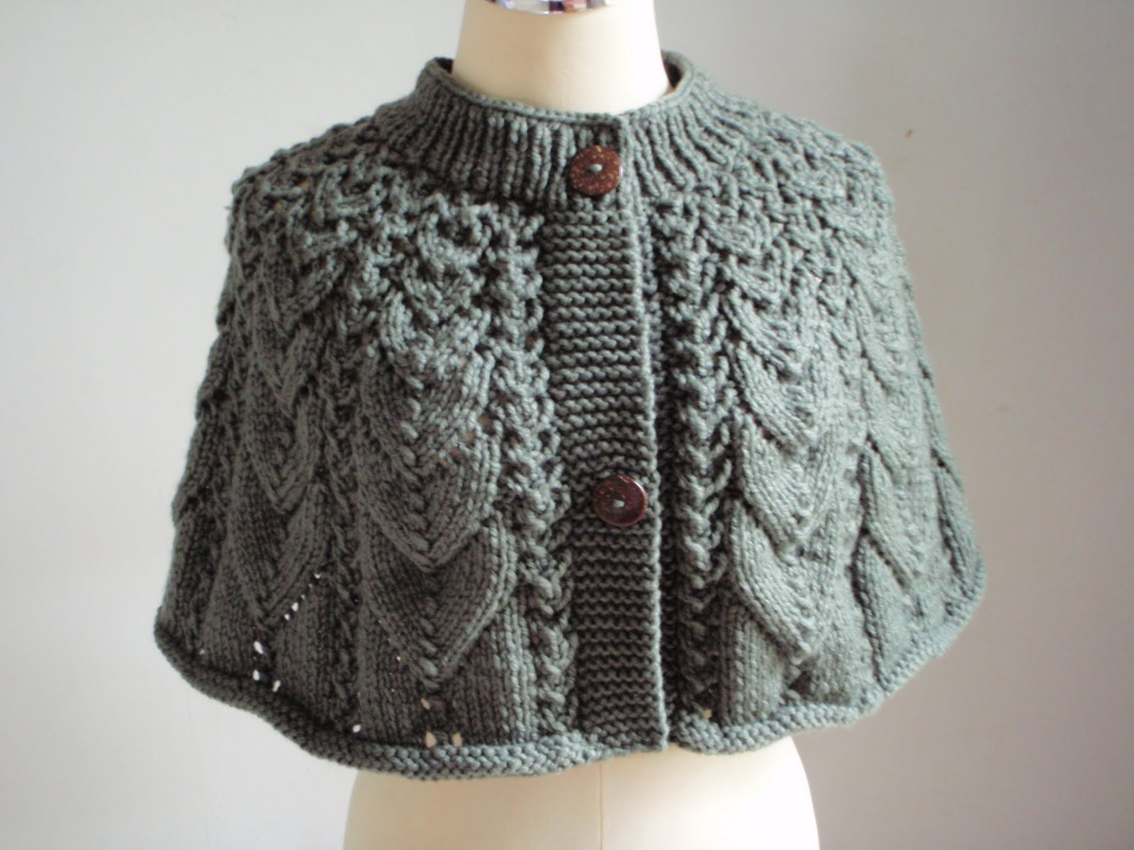 Knitting Patterns For Capelets Free : Myknittingdaily: Knitting Cape in Frost Green