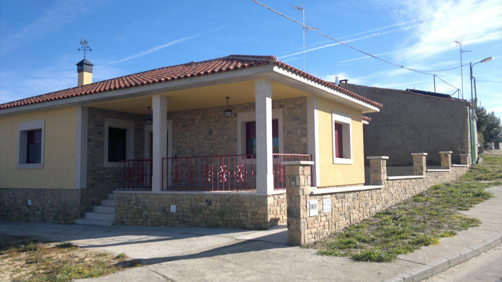 Urbana villa de guadramiro - Fachadas casas de pueblo ...