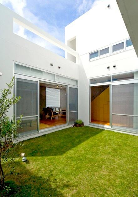 Korean interior japanese minimalist townhouse design by for Minimalist japanese homes