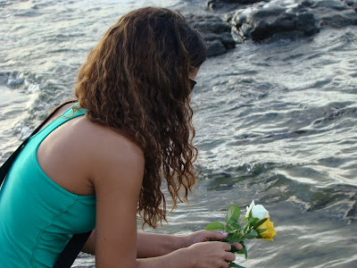 Pense na natureza antes de jogar oferenda no mar