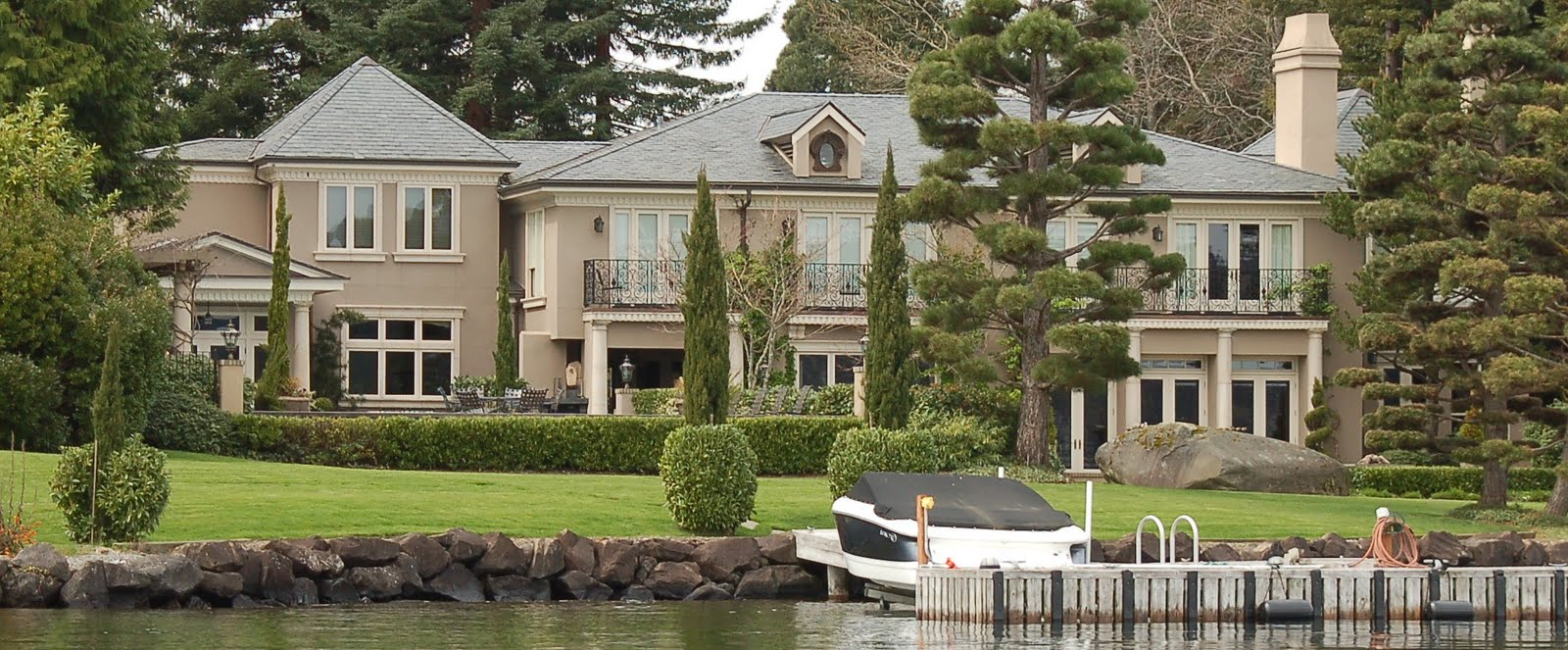 Seattle mansions russo hunts point mansion sells for 11 for Most expensive house in washington state