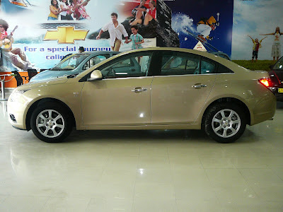 Chevrolet Cruze Side View