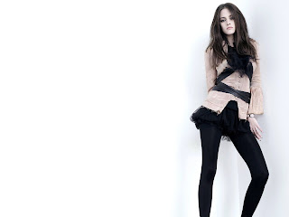 Kristen Stewart legging photo