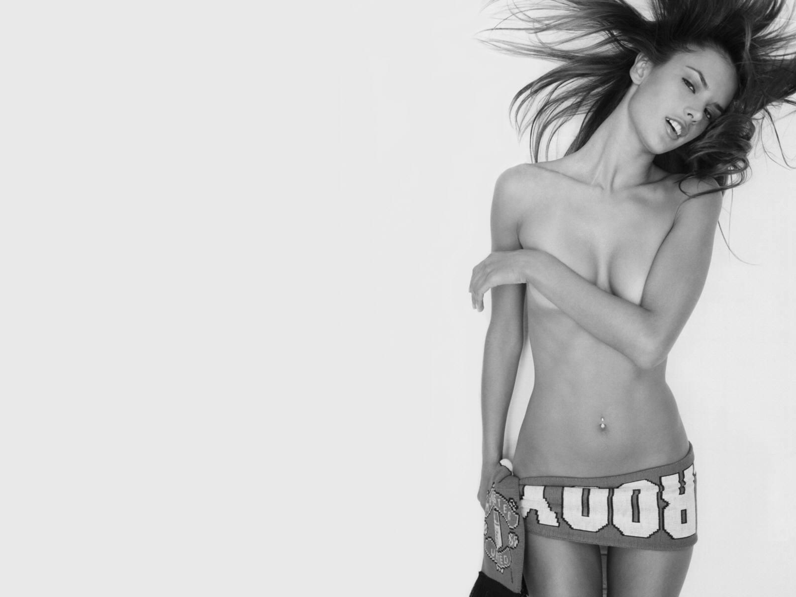http://3.bp.blogspot.com/_Si7zjQmZnm4/SahupmmqN7I/AAAAAAAACgA/Ms37aelYbuo/s1600/Fullwalls.blogspot.com_Alessandra_Ambrosio%2812%29.jpg