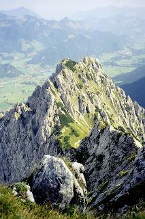 Blick von Pyramidenspitze hinab zum Walchensee 08