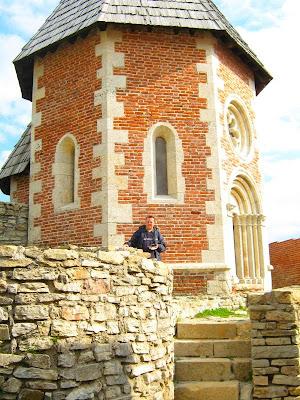 Ispred medvedgradske kapelice
